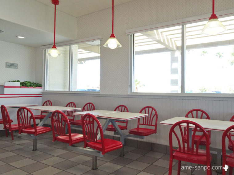 IN-N-OUT BURGER in Thousand Palms, CA 店内
